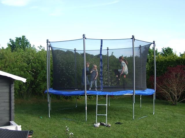 hry na trampolíně