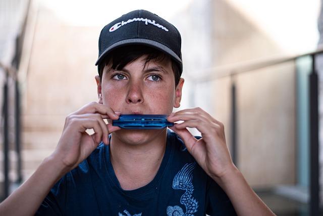 chlapec s harmonikou