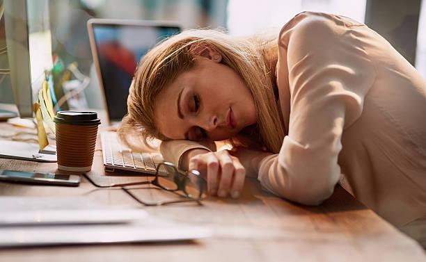 spaní v práci